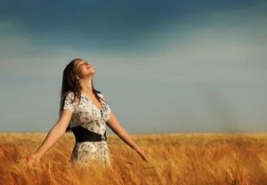 happy-woman-in-fields